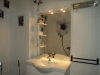 la salle de bains de la chambre du rez de chaussée